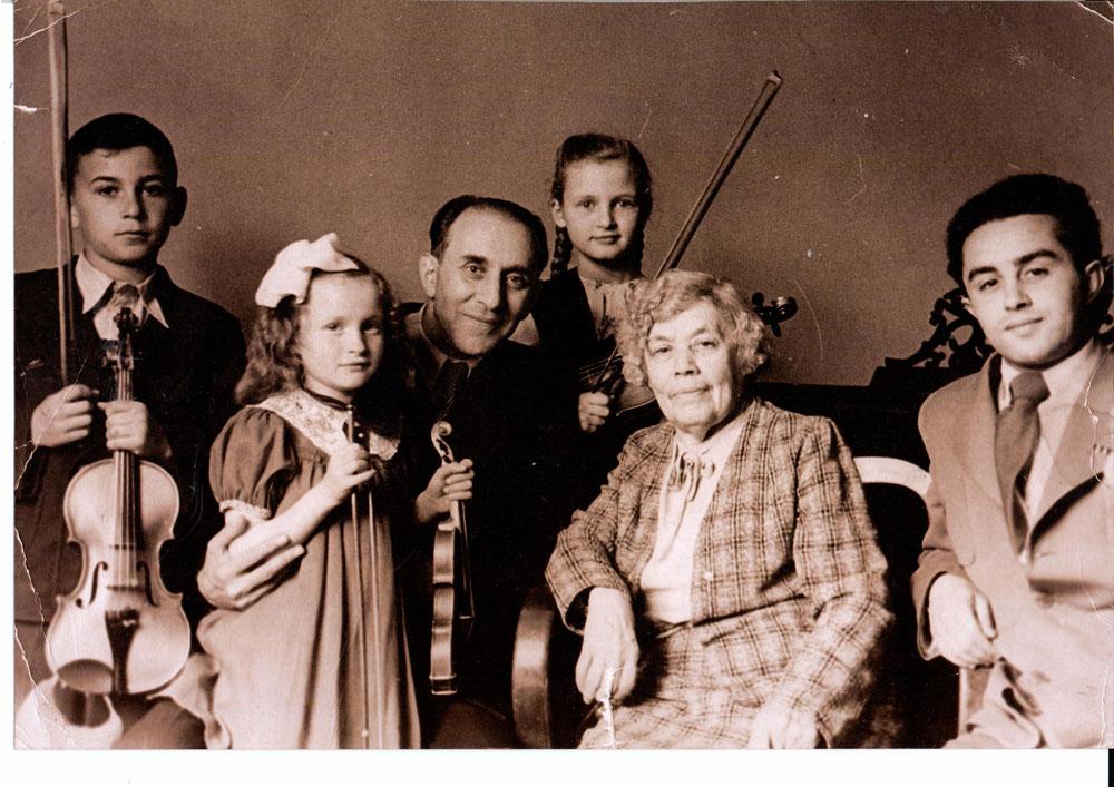 Стоклицкая татьяна (4 слева).jpg
