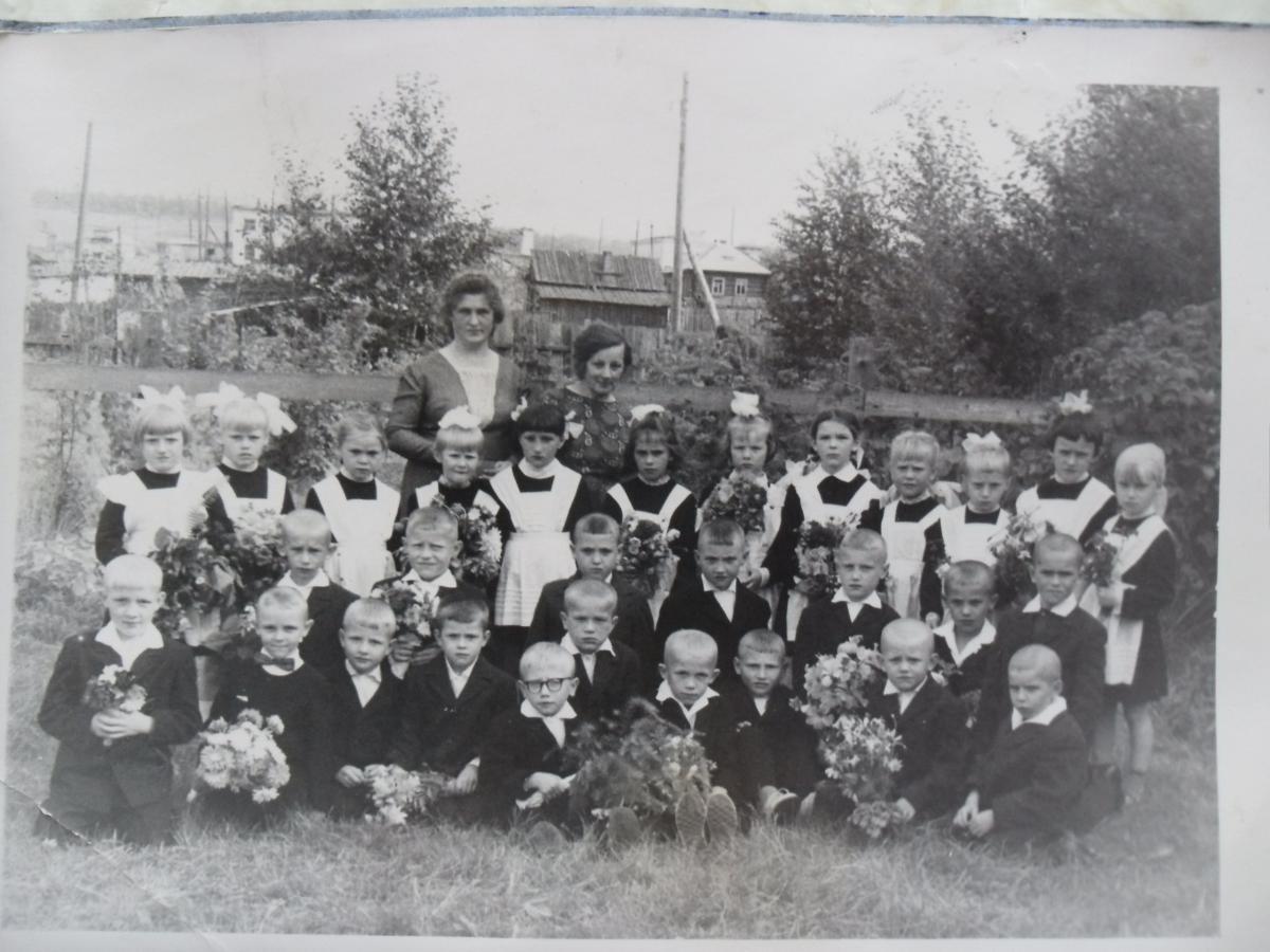 школа 15 1 сентября 1969.JPG
