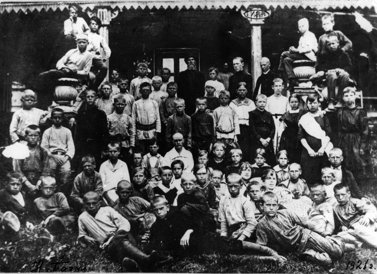 салдинские дети на даче Митькина в н.тагиле.JPG